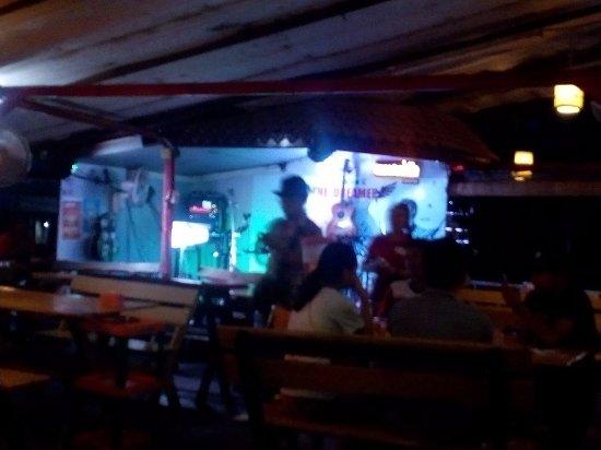 Sayasak Pakpasak Restaurant: band