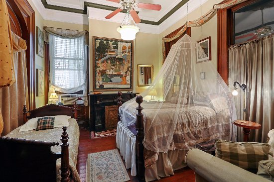 1870 Banana Courtyard French Quarter / New Orleans B&B: Cannonball Room. Ooh la la. 1800s parlor where ladies of evening lounged. 13' ceilings+