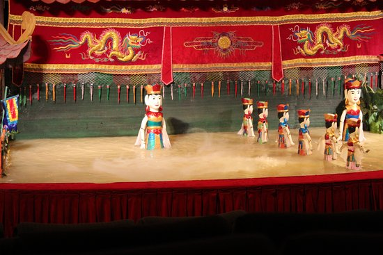 Golden Dragon Water Puppet Theater: Dancing puppets in/on water stage. Awesome fun and a little bit mesmorising!