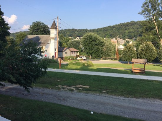 West Newton, Pensilvania: View from the porch