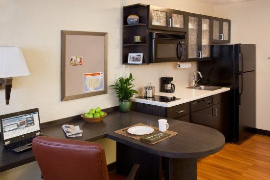 Candlewood Suites North Orange County: Studio Suite Kitchen Area-Extended Stay