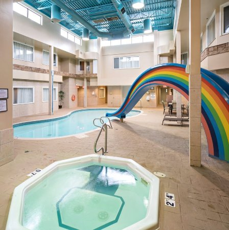 Holiday Inn Express Red Deer: Hot tub, Pool and Rainbow Slide