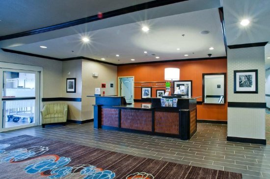 Hampton Inn & Suites by Hilton Denison: Front Desk