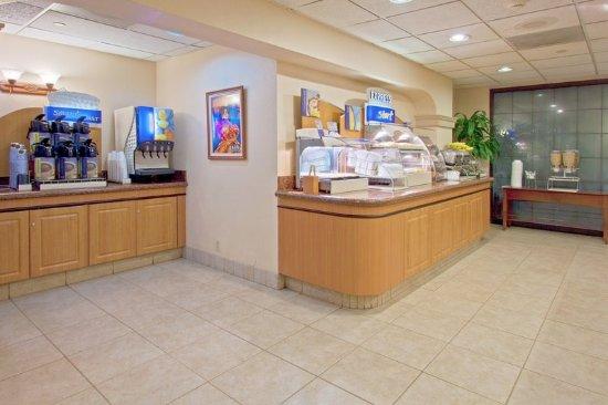 Holiday Inn Express Miami-Hialeah (Miami Lakes): Breakfast Bar