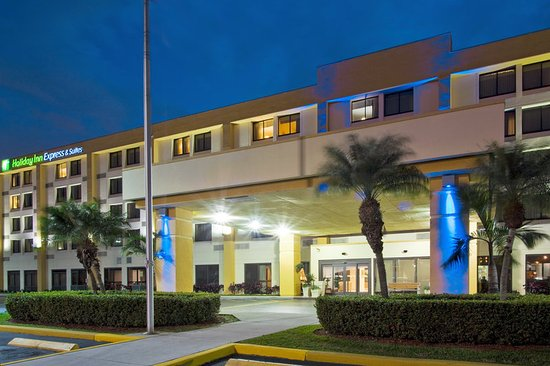 Holiday Inn Express Miami-Hialeah (Miami Lakes): Hotel Exterior