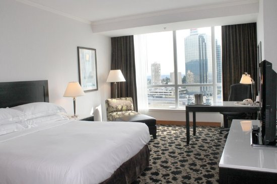 Hilton Vancouver Metrotown: 1 King Deluxe with View