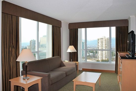Hilton Vancouver Metrotown: 1 King Deluxe Suite with View