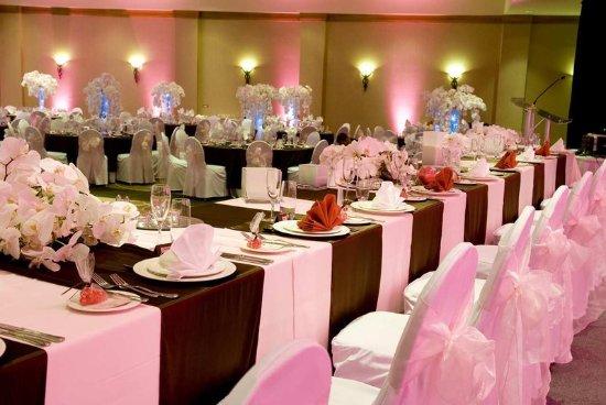 Hilton Vancouver Metrotown: Wedding Party Table