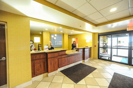 Holiday Inn Express & Suites Bowling Green: Entrance