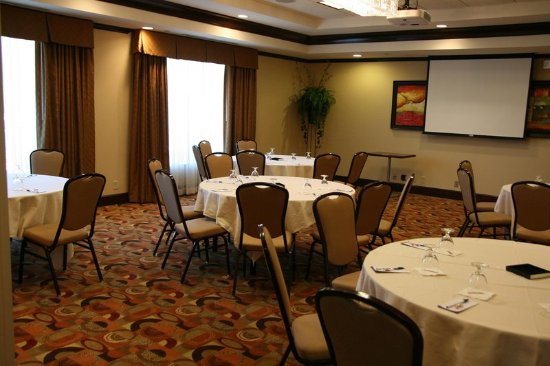 hilton garden inn cincinnati blue ash meeting room round tables - Hilton Garden Inn Blue Ash
