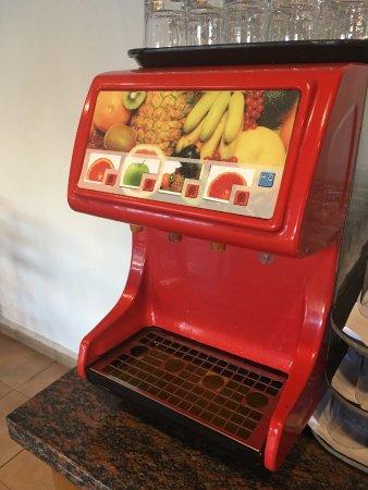 Paphos Gardens Holiday Resort: Fruit juice machine