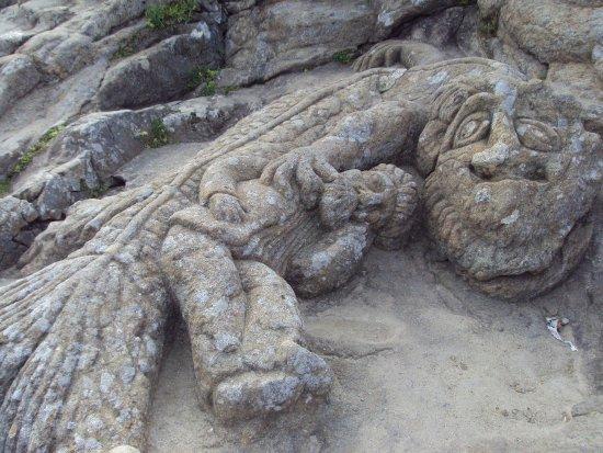 """Les Rochers Sculptes: Il semble que ce """"gros poisson"""" protege cet homme ..."""
