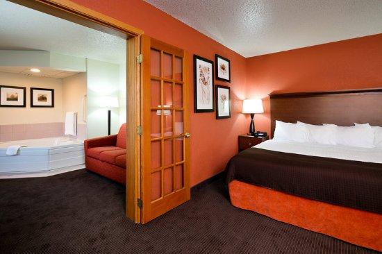 AmericInn Lodge & Suites Worthington: Americ Inn Worthington King Two Room Suite