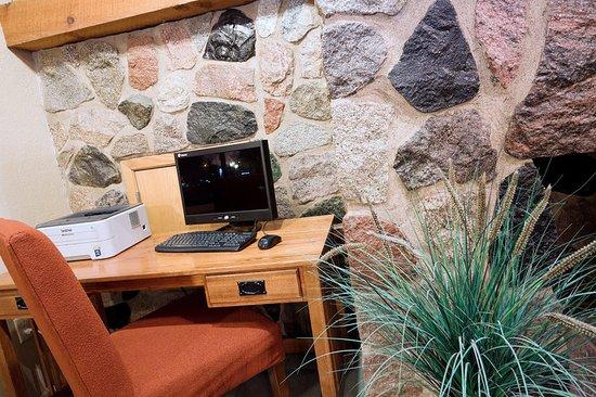 AmericInn Lodge & Suites Worthington: Americ Inn Worthington Business Center