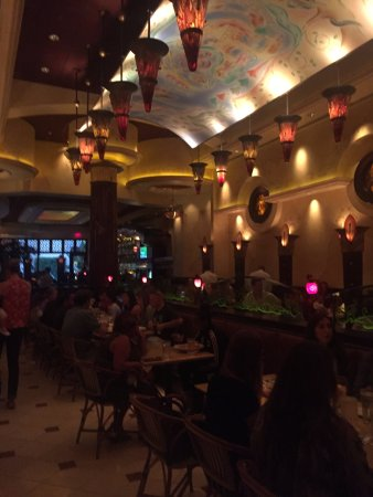The Cheesecake Factory: The dining room