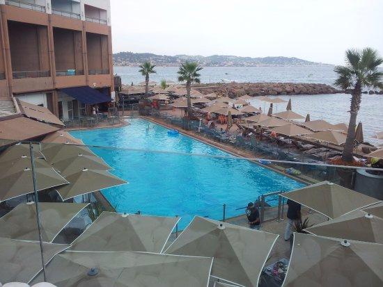 La piscine photo de pullman cannes mandelieu royal for Piscine mandelieu