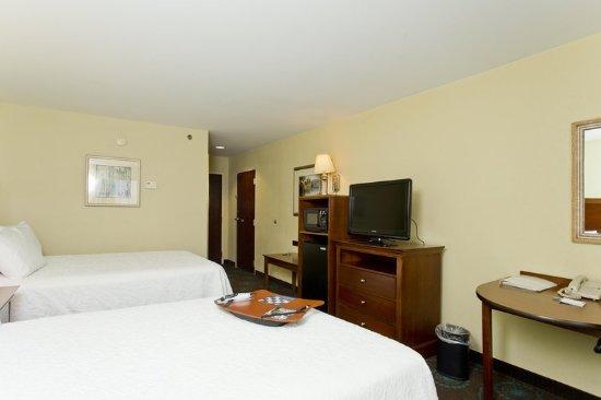 Inwood, Batı Virjinya: 2 Double Beds Amenities