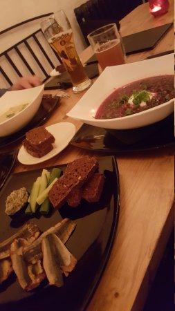 Põrgu : Borscht, artichoke soup, sardine sandwiches, smoked herring and dark bread