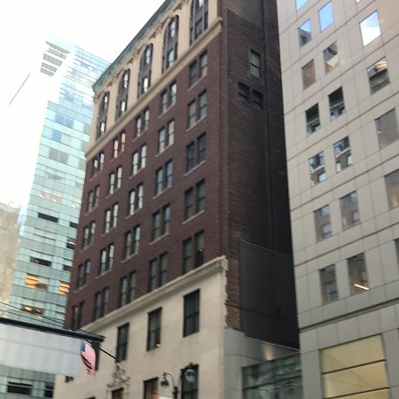Madison Avenue: من شوارع نيورك الجميلة