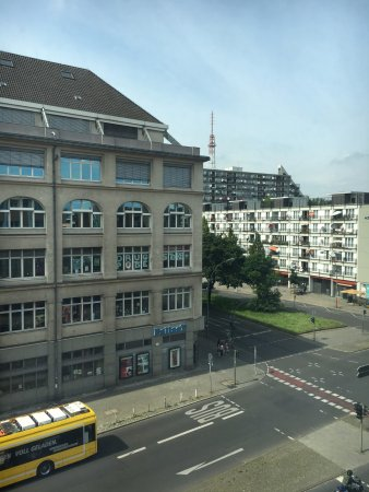 LINDEMANN'S: View from room 406 (streetlife & big)