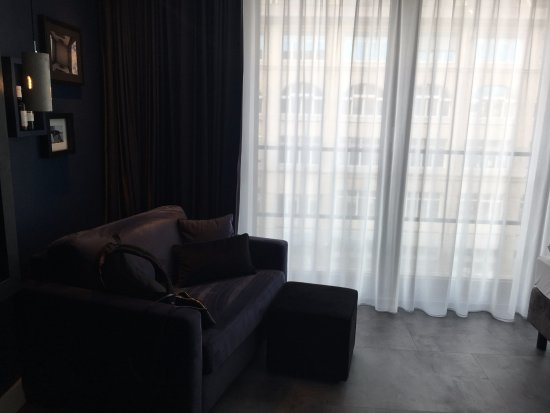 LINDEMANN'S: Comfortable (fold-out) sofa