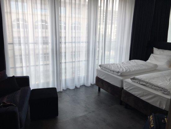 LINDEMANN'S: Spacious room