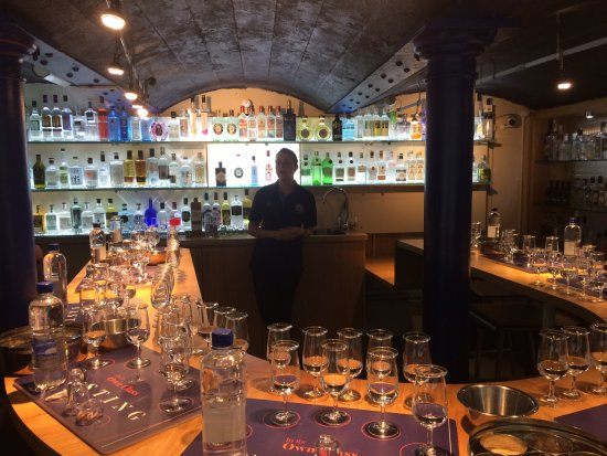 Plymouth Gin Distillery : The tasting session