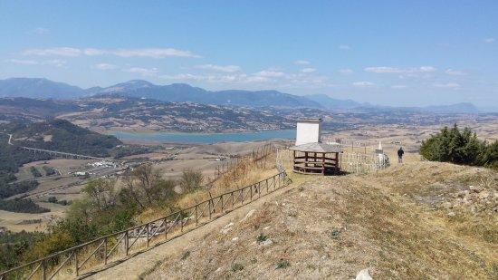 Lago di Conza della Campania Visto dalla punta della montagna di Cairano