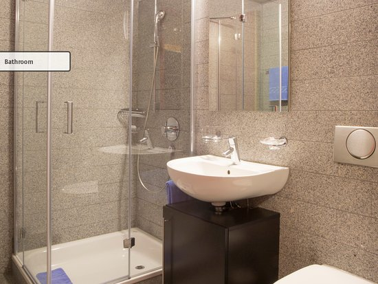 Etagen Du/Wc Deluxe Mehrbettzimmer - Picture Of All In One Hotel