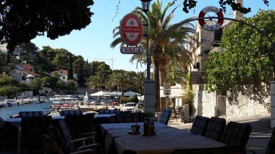 Splitska, Κροατία: Restoran Vala