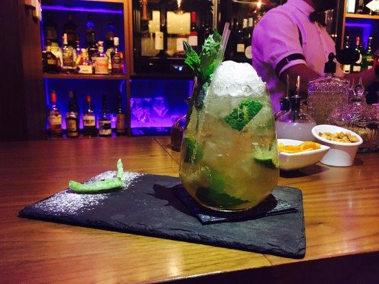Rhodes town nightlife - Flaws Bar