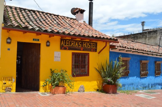 Alegria's Hostel: The front entrance of Alegria's