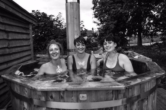 Swinton Bivouac Yurts & Tree Lodges: Hot Tub