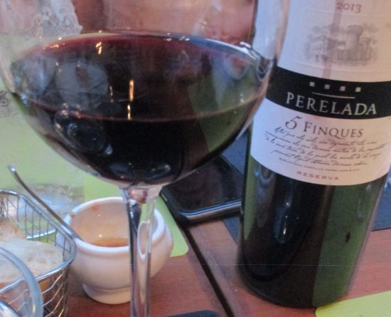Lola Spanisches Tapas Restaurant: Smooth, good red wine from Southern Spain