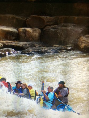 Mountain Waters Rafting & Adventure Company : Shooting the rapids