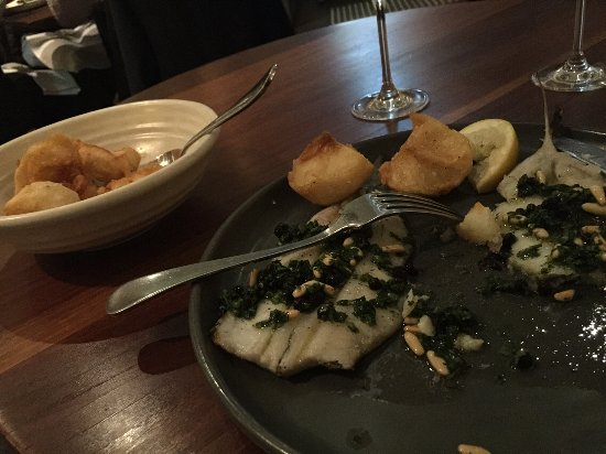 Summer Hill, Australia: Mains with the half serve of crispy potatoes - could have done without the currents