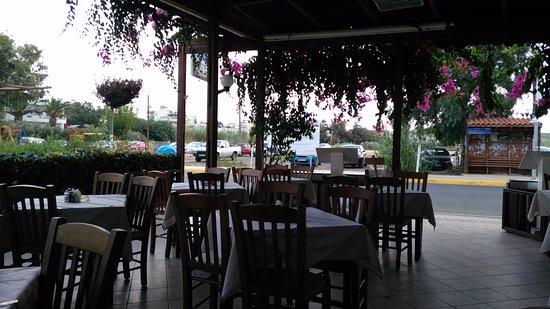 MariRena Hotel: таверна Джорджа