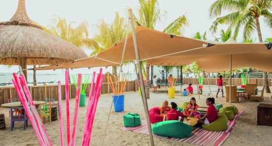 Victoria Beachcomber Resort & Spa : Kids outdoor play area