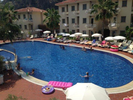 Strand von Ölüdeniz (Blaue Lagune): Beautiful friendly hotel so close to all amenities, flat walk with something for everyone!!