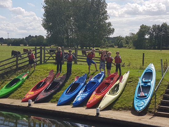 Oundle, UK: Kids and kayaks