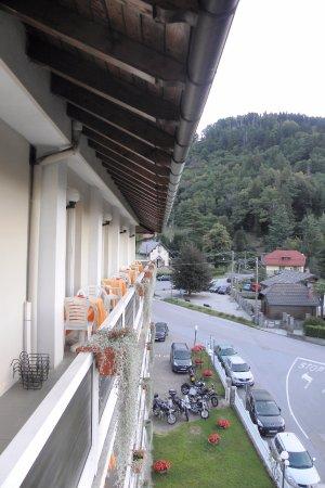Bee, Italië: balcon de la chambre côté vallée