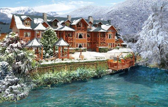 Rotui Apart Hotel: Cabañas en San Martín de los Andes con costa de arroyo y vista al bosque.