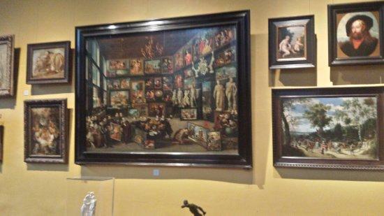 Decorazione Delle Pareti Opere Darte : Una delle pareti con opere d arte foto di rubens house