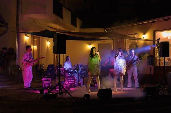 Paradfurdo, Hongaria: ABBA SHOW - nyár esti program
