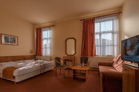 Paradfurdo, Hongaria: Erzsébet-szárny kétágyas szoba pótággyal