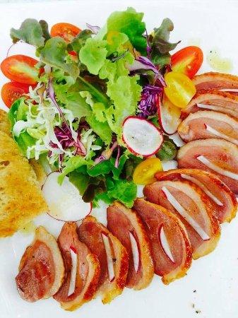 สลัดอกเป็ดรมควัน - Smoked duck breast salad