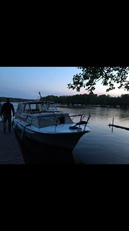 Dorf-Zechlin, เยอรมนี: Egal ob im Zechliner Hof, der dazugehörigen Gaststätte, auf dem Boot unten am See oder Spielplat