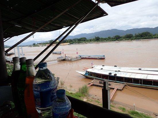 Chiang Saen: 川沿いのレストランからの風景