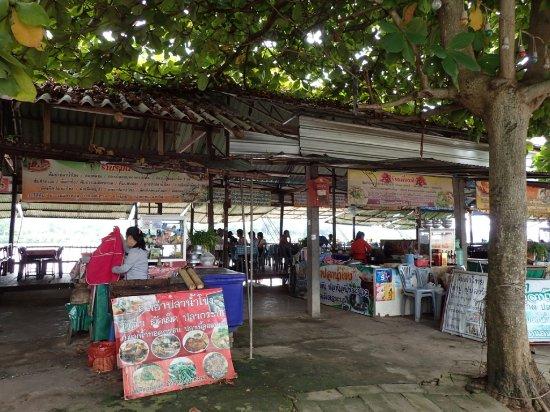 Chiang Saen: 川沿いのレストラン
