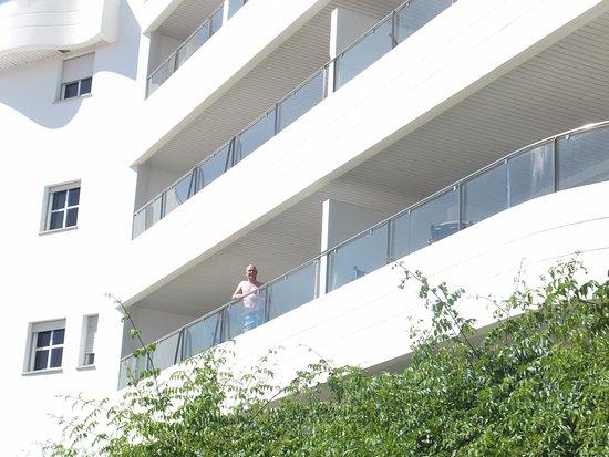 Ona Garden Lago: large balcony